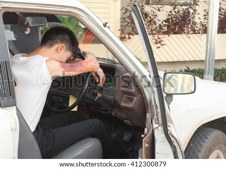 patient Injury upper arm in car, victim in a crashed vehicle,Wait physician assist patient in emergency rescue situations, the rescue. (select focus Wound to the arm and soft-focus background)  - stock photo