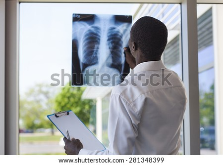 patient looking a lung radiography