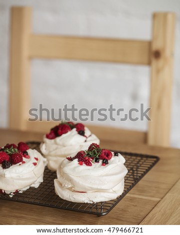 Pavlova cake with mint and red sauce
