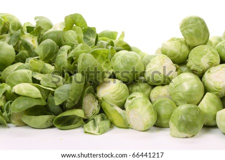 Pealed and unpeeled brussels sprouts,