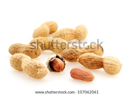 Peanuts in front of a white background