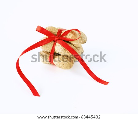peanuts tied with a bow