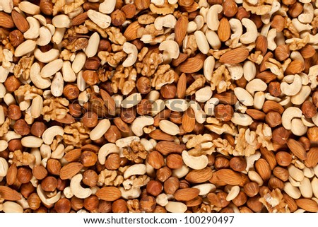 Peanuts, walnuts, almonds, hazelnuts and cashews mixed together