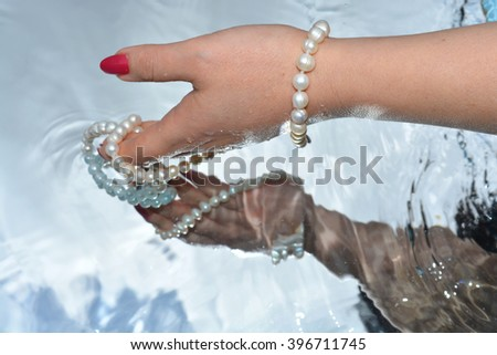 pearl and hand, reflection