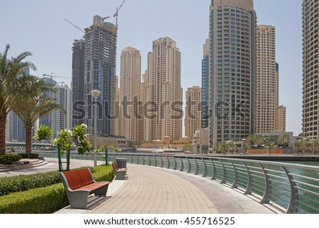 pedestrian walkway in Dubai Marina district