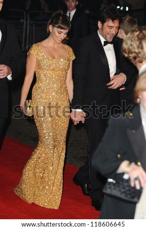 """Penelope Cruz and Javier Bardem arriving for the """"Skyfall"""" world premiere after party at the Tate Modern, London. 23/10/2012 Picture by: Steve Vas - stock photo"""