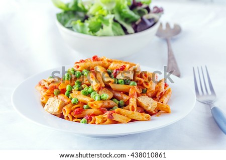 Penne with peas and tofu sausages