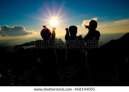 People see the sunrise in the mountains