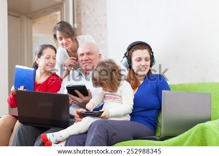 people  uses  portable computers at home