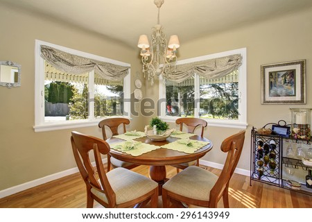 Perfect dinning area with lime green place mats and hardwood floor.