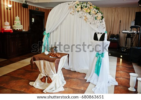Perfect Wedding Decorations With Flowers In The Restaurant