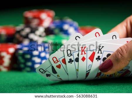 How many cards are used to play poker avantage travail casino