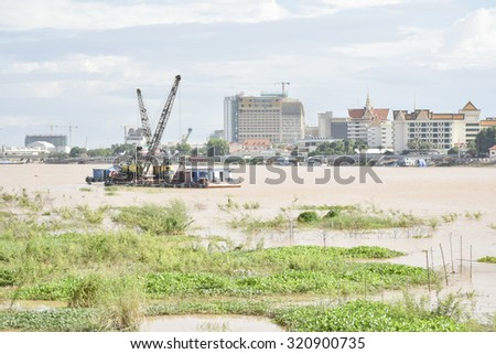 PHNOM PENH, CAMBODIA : Cambodian live beside Tonle Sap river in Phnom Penh, Cambodia on September 24, 2015. The river connects to Tonle Sap lake in Siem Reap, the largest freshwater lake in SE Asia.