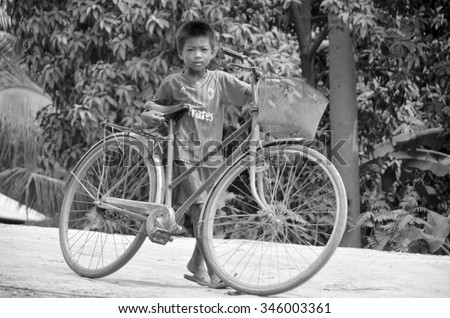PHNOM PHEN, CAMBODIA MARCH 23: Unidentified street children posing on march 23 2013 in Phnom Phen,Cambodia.In Phnom Penh alone there are between 10,000 and 20,000 children live and work on the streets - stock photo