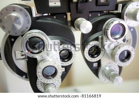 phoropter beim optiker oder augenarzt messgerät - stock photo