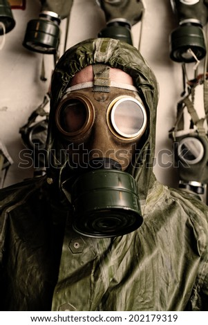 Photo of a man in WWII's clothes and gas mask