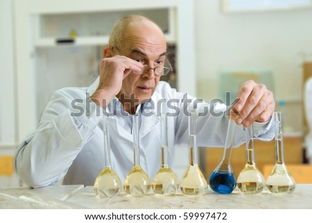 photo of a scientist who conducts experiments in the chemical laboratory.
