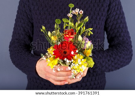 Photo of a woman holding a bouquet of flowers