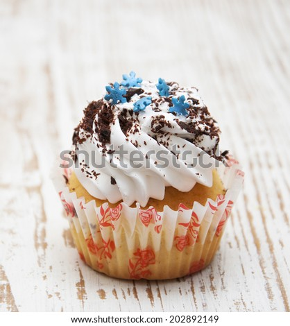Photo of cute cupcake on wooden background