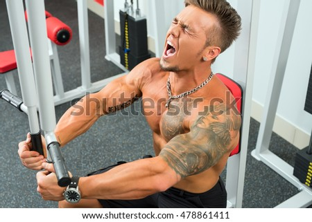 Photo of man shouts during workout on simulator