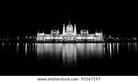 Photo of the hungarian parliament in black and white