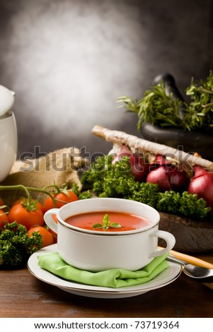 photo ofo delicious tomato soup with vegetables on wooden table