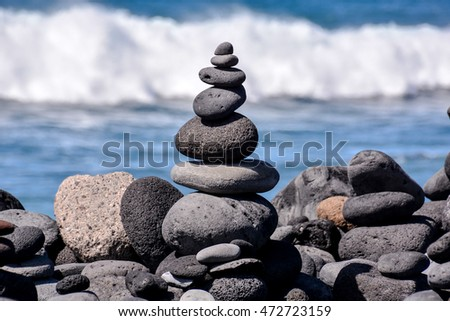 Photo Picture Stack of stones on the sea beach