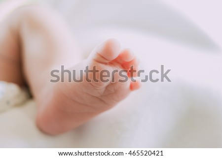 Photos closely at the foot of tiny baby be cute
