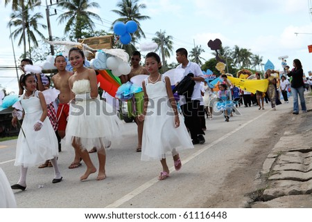 PHUKET - SEPTEMBER 16: unidentified students during a parade marking the birthday of monk  Luang Pu Supha who is 114 on September 16, 2010 in Phuket, Thailand. Many Thais believe he is the world's oldest man.