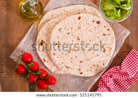 Piadina with ham and lettuce.
