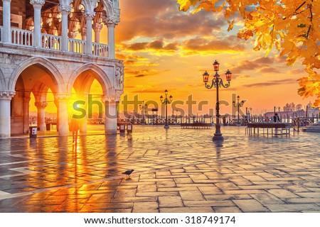 stock photo piazza san marco at sunrise vinice italy 318749174 - Каталог — Фотообои «Венеция»