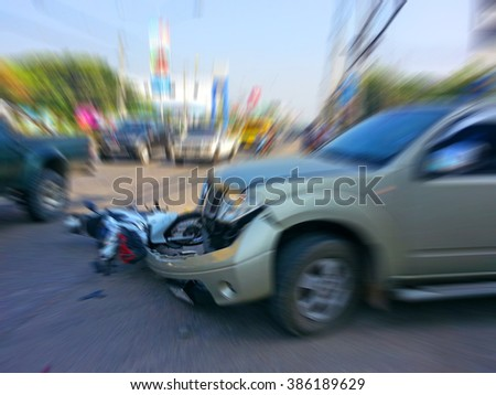 Pickup crashes motorcycle on the road