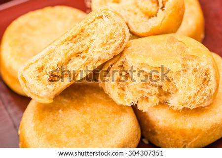 pie with meat wool, meat floss, pork floss, flossy pork, pork sung or yuk sung, is a dried meat product with a light and fluffy texture similar to coarse cotton, this pie is a dessert from China.