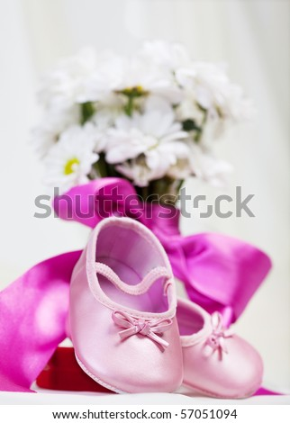 Pink baby shoes with flower
