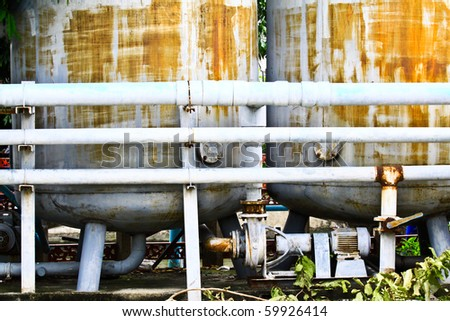 Pipe and tank water system