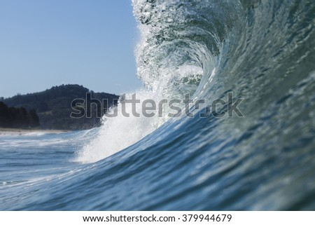 Pitching Wave/ a nice summer wave peaking up and breaking