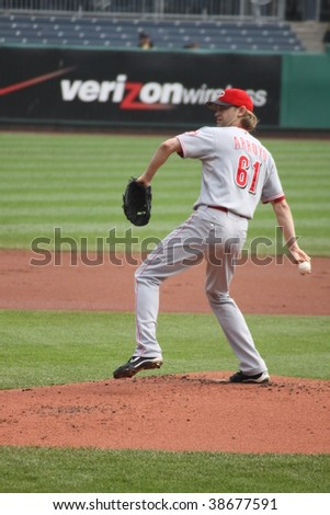 PITTSBURGH - SEPTEMBER 24 : Bronson Arroyo of the Cincinnati Reds fires a  pitch against the Pittsburgh Pirates on September 24, 2009 in Pittsburgh, PA.