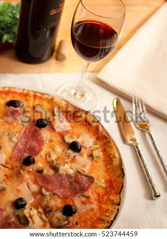 Pizza and wine on a restaurant table
