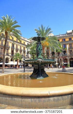 "Placa Reial (""Royal Plaza""), a square with fountain and historical buildings in the Barri Gothic quarter of Barcelona, Catalonia, Spain"