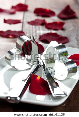 nơi thiết lập cho Ngày Valentine với cánh hoa