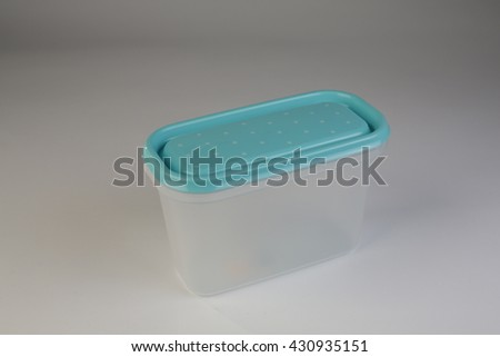 Plastic container with a color lid