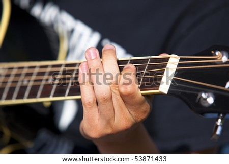 playing the gitar with detail on one hand