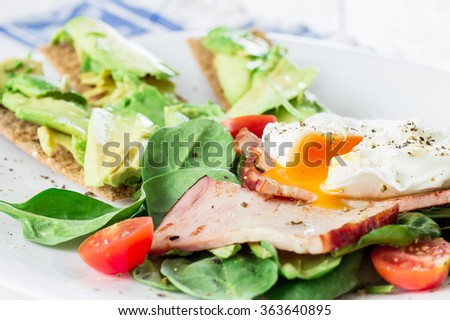 Poached Egg with Spinach, Tomatoes, Avocado, Crackers and Bacon