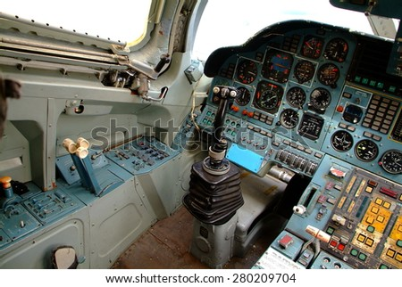 le cygne blanc de Russie Stock-photo-poltava-ukraine-may-tupolev-tu-cockpit-at-poltava-aviation-museum-on-may-in-280209704