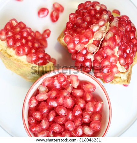 Pomegranate is a fruit that helps improve the health of the heart.
