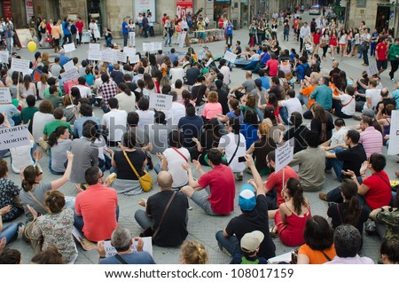 PONTEVEDRA - MAY 12: Concentrations of indignant celebrate the anniversaries of May 15 in Spain, protesting against cuts in health and education,  May 12, 2012 in Pontevedra, Spain.