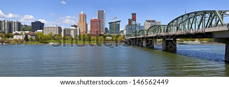 Portland Oegon skyline panorama and the Willamette river. - stock photo