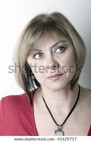 middle aged woman looking for woman younger 30 Whereas women tend to prefer men of the same age or older than themselves and older men are attracted to younger women are looking for women in their.