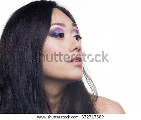 Portrait of a beautifull model with long and black hair and a beautyfull makeup