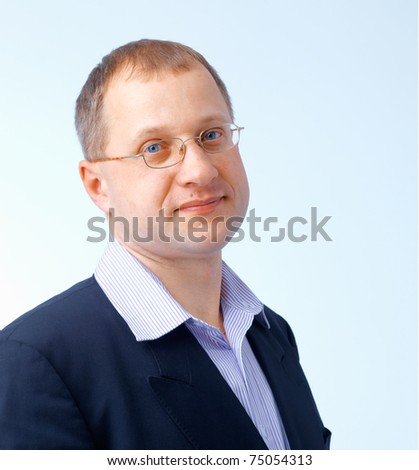 Portrait of a confident young man looking at you through glasses.